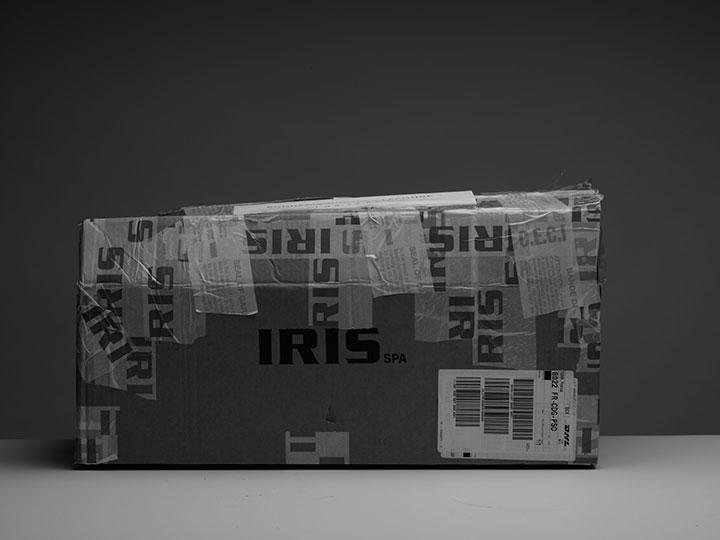 boite carton-emballage-outillage-noir et blanc-gris (c) PHILIPPE LACOMBE